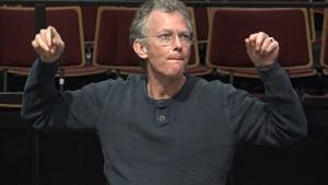 Pape har arbejdet som komponist i snart 40 år, og har, i knap 25 år, udelukkende ernæret sig som freelance komponist. Dette er en bedrift, som kan sættes i lighed med humlebiens flugt.